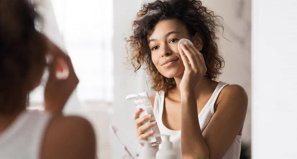 HOW TO MAKE YOUR SKIN GLOW WITHOUT SPENDING A FORTUNE
